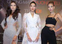 Những sao Việt từng phải cúi đầu xin lỗi vì trễ giờ