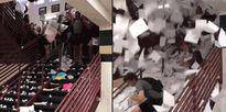 Học sinh Mỹ vứt bài tập trắng cầu thang mừng ngày tốt nghiệp
