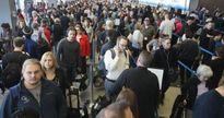 Sự cố kéo hành khách của United Airlines: Phố Wall mới là thủ phạm?