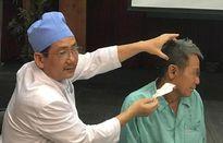 Cứu bệnh nhân để sót cây tăm nhang ở tai suốt 1 năm