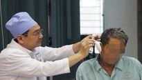Cụ ông 73 tuổi suýt chết vì ngoáy tai bằng tăm nhang