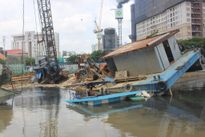 TP.HCM: Chìm sà lan tại kênh Tàu Hủ, quận 1