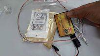 Hàng loạt tai nghe, thiết bị siêu nhỏ phục vụ thi cử bị cảnh sát thu giữ