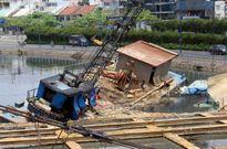 Sà lan thi công cống ngăn triều nghìn tỷ ở Sài Gòn chìm gần cầu Mống