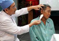 Phẫu thuật lỗ rò hiếm gặp trong tai cụ ông 73 tuổi