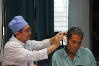 TP.HCM: Hi hữu, tăm nhang 'mắc kẹt' trong lỗ tai gần 1 năm