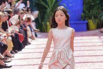 Con gái Lý Á Bằng - Vương Phi tự tin diễn thời trang tại Pháp