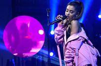 Ariana Grande gặp sự cố sân khấu