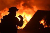 Cháy rừng ở California: Hàng ngàn người chạy trốn