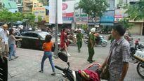 Chuyện showbiz: Đông Nhi bị CSGT nhắc nhở vì đỗ xe sai quy định