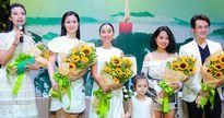 Đông Nhi và dàn sao Việt mặc đồ cùng tông tại sự kiện