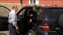 Clip Tổng thống Putin làm tài xế chở nhân vật bí ẩn