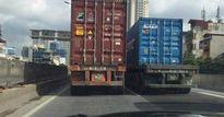 Clip: 2 xe container dàn hàng chạy như rùa ở đường trên cao Hà Nội
