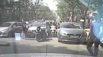 Thanh niên hành hung người đi taxi sau va chạm giao thông
