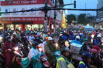 TP HCM: Kẹt xe dữ dội trên đường Ung Văn Khiêm, CSGT bất lực