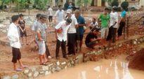 Hà Tĩnh: 2 anh em ruột chết đuối trong khuôn viên trường học