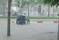 Chùm ảnh: Đường phố Hà Nội chìm trong biển nước