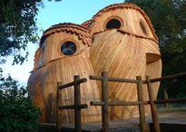 Tận mục ngôi nhà gỗ hình ba con cú gỗ độc đáo ở Anh