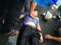 Nam thanh niên bị sét đánh nguy kịch khi đang đi trên đường