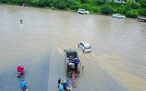 Các tuyến phố Hà Nội gần như tê liệt vì cơn bão số 2