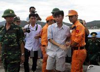 Tàu chở than bị lật trên biển Nghệ An: Huy động thêm 2 đội thợ lặn