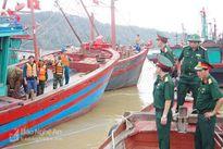 Nghệ An: Tìm kiếm thuyền viên tàu bị nạn sang ngày thứ 2