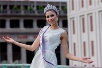 Nới và thắt hợp lý cho người đẹp đi thi quốc tế