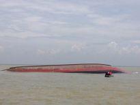 Hai đội người nhái tìm thuyền viên tàu than bị bão đánh chìm
