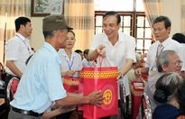 Phó Bí thư Thành ủy Đào Đức Toàn thăm, tặng quà người có công