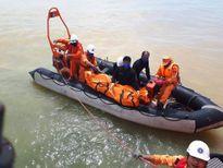 Đội thợ lặn tìm thấy 1 thi thể thuyền viên trong con tàu bị lật úp
