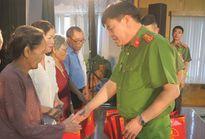 Công an quận Long Biên tri ân thương, bệnh binh và thân nhân liệt sĩ