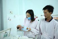 Xót xa người mẹ trẻ bị ung thư mong kéo dài thời gian bên con mới sinh
