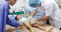 Chữa bệnh 'truyền miệng', cha mẹ rước họa cho con