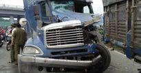 TP.HCM: Container húc đuôi xe tải, cửa ngõ phía Tây ùn tắc kéo dài