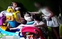 Mẹ đánh vào đầu con nhà khác vì tranh đồ chơi với con mình