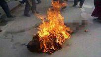 Cà Mau: Ghen tuông, chồng tưới xăng đốt vợ