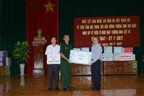 Bộ TT&TT tặng quà thương binh tại Trung tâm Điều dưỡng thương binh Kim Bảng