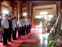Bộ trưởng Bộ VH -TT&DL dâng hương tưởng niệm tại Truông Bồn
