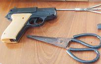 Mạo danh cảnh sát hình sự, dùng súng nhựa uy hiếp người đi đường