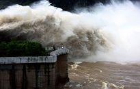 Sáng 22-7, Thủy điện Hòa Bình mở thêm cửa xả đáy thứ 3
