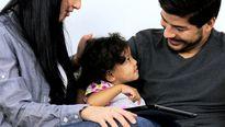 Khuyến khích con gái thân thiết với vợ mới của bố