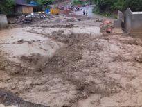 Nghệ An: Lũ ào ào đổ xuống cuốn phăng 9 nhà dân