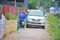 'Khóc dở mếu dở' giữa Thủ đô: mua nhà mà không có đường về