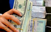 USD mất giá, nắm giữ VND vẫn đang có lợi