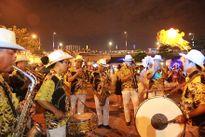 'Vũ hội đường phố' sôi động bên sông Hàn