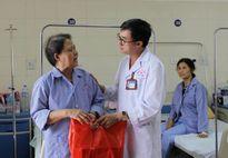 Bệnh viện K: Tặng quà cho 118 bệnh nhân là thương, bệnh binh