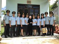 Hải quan Đà Nẵng tặng quà mẹ Việt Nam Anh hùng