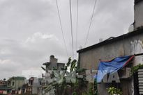 Nguy hiểm tiềm ẩn từ việc cấp đất cho dân dưới đường điện trung thế