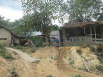 Phú Yên: 7 ngôi nhà nằm chênh vênh sau khi mở đường
