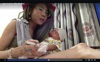 Phẫn nộ cảnh người mẹ trẻ vừa hút thuốc vừa bế con mới sinh